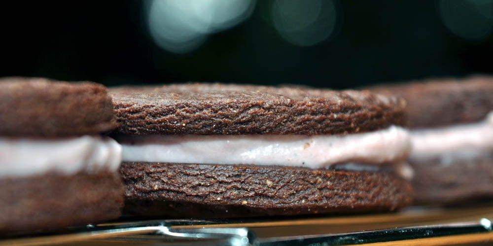 Strawberry Cheesecake Filled 'Oreos'