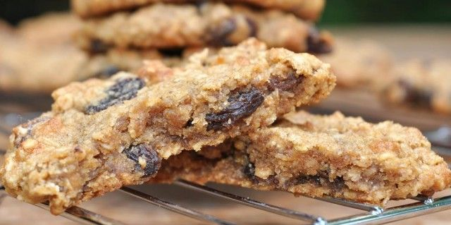 Maple and Raisin Oat Cookies