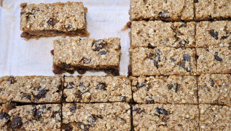 Banana-and-Raisin-Flapjacks-0002