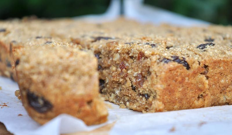 Banana-and-Raisin-Flapjacks-0003