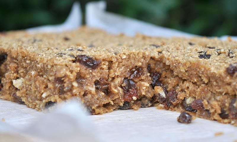 Banana-and-Raisin-Flapjacks-0004