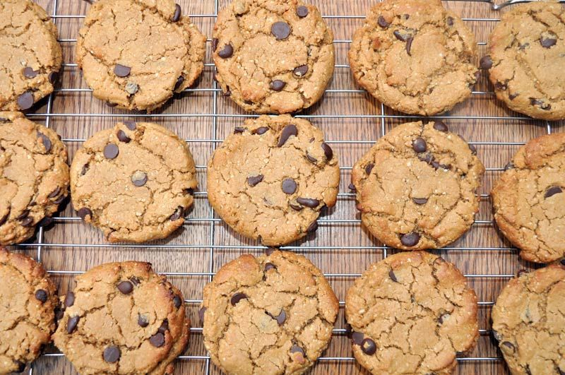 Flourless-Chocolate-Chip-Cookies-0001
