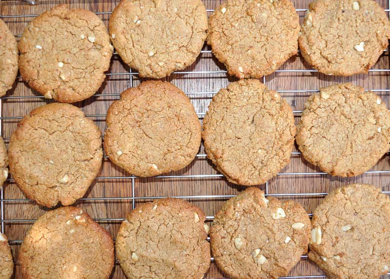 Orange and Cashew Nut Cookies