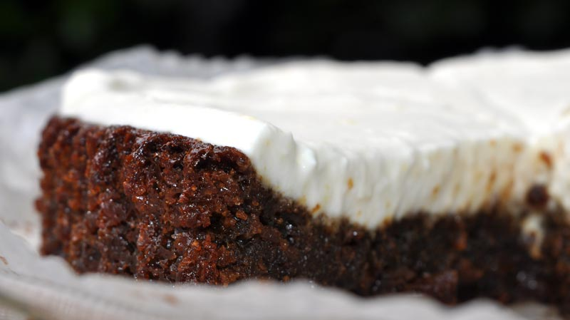 Dark Ginger Cake With A Lemon COYO Frosting 0007